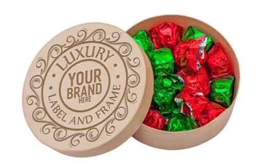 caja de madera con bombones de chocolate surtidos